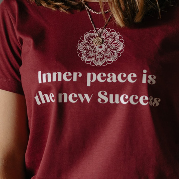 """T-shirt """"Inner peace is the new success"""" Burgundy - Yogia"""