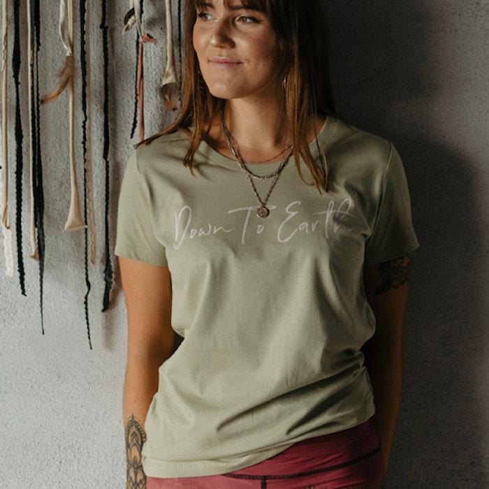 "T-shirt ""Down to earth"" Sage - Yogia"