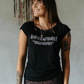T-shirt Unfuckwithable Svart - Yogia