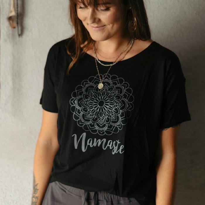 T-shirt Namaste Svart - Yogia