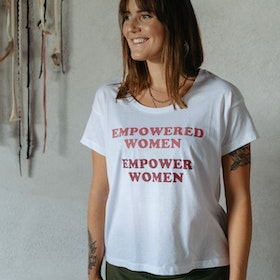 "T-shirt ""Empowered Women Empower Women"" White - Yogia"