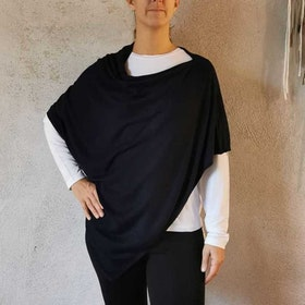 Poncho Petrina Black - Movesgood