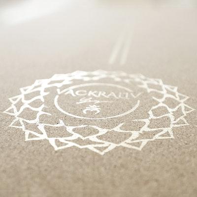 Yogamatta Kork 178x61 cm 4 mm + Yogaväska - Vackraliv Yoga