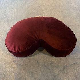 Meditationskudde Halvmåne sammet Vinröd - Heppa Design