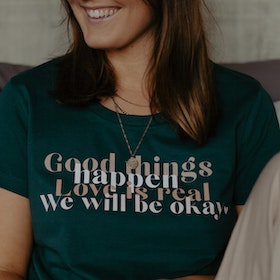 "T-shirt ""Good things happen..."" Glazed Green - Yogia"