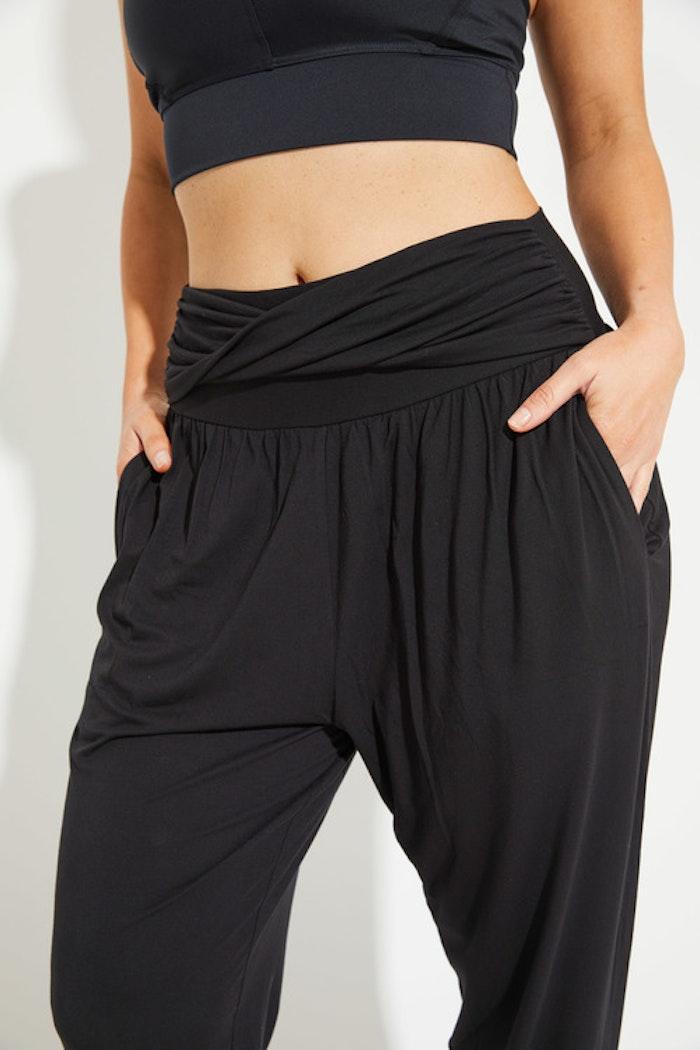 Yogabyxor Asha Relax pants black från Dharma Bums