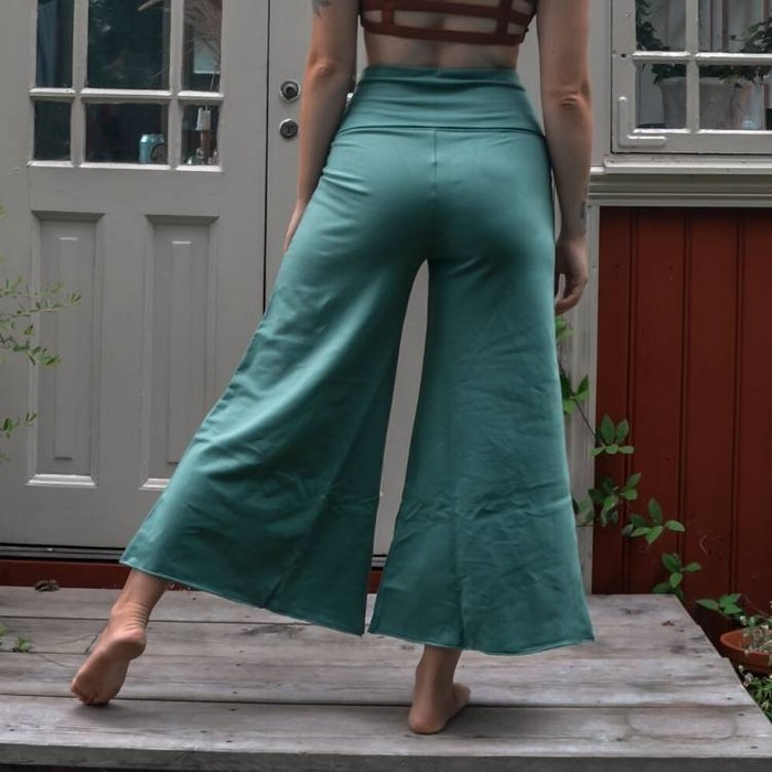 Byxor Wavy Cropped Balsam Green - Soul Factory
