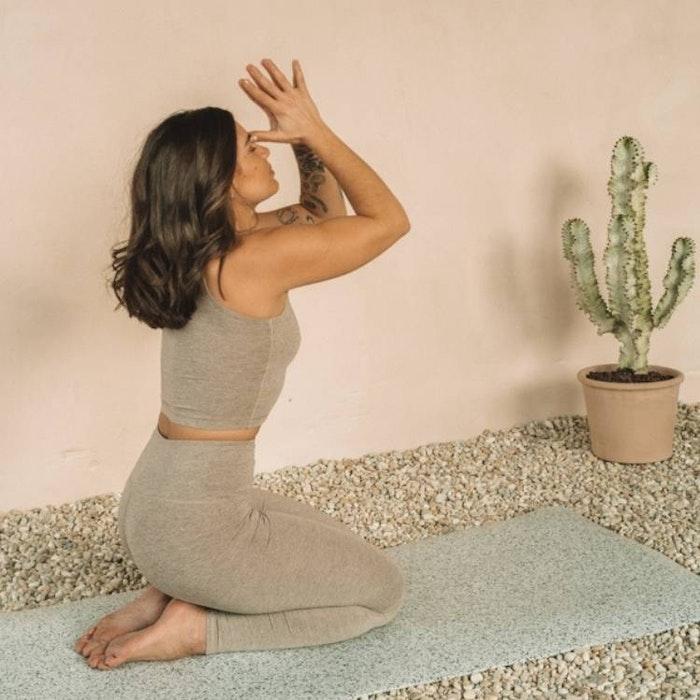 Yogatopp Croppad V-Neck Silver Lining - Mandala