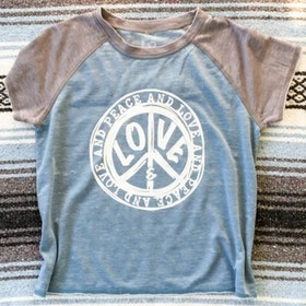 "T-shirt ""Peace & Love"" - SuperLove Tees"