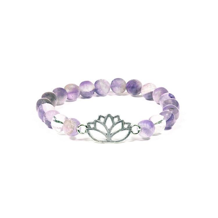 Armband Chevron Ametist och Bergkristall med Lotusblomma