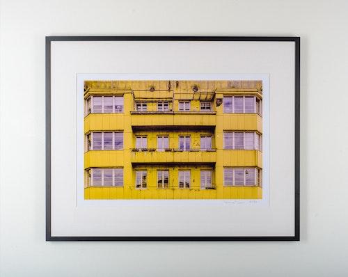 """""""gult hus"""" black frame"""