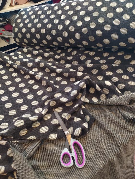 """Nisse Stickat tyg """"gråsvart"""" med prickar, för poncho, mössa, halsduk..."""