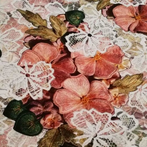 Tryckta broderade rosor