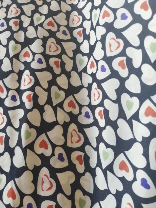 Peachskin Hjärtan på svart botten