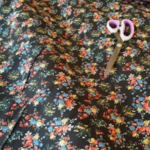 Vävd viskos - Mörkblå med små blommor