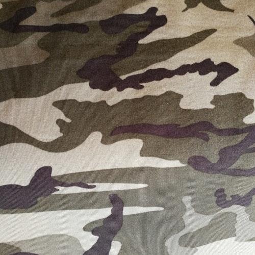 College öglad baksida - Militärgrön kamouflage