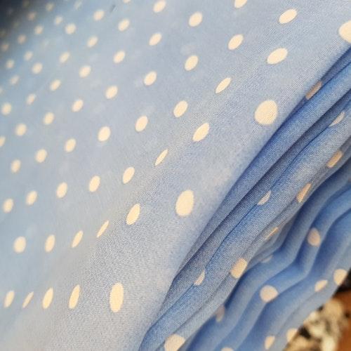 Chiffong - Ljusblå med vita prickar