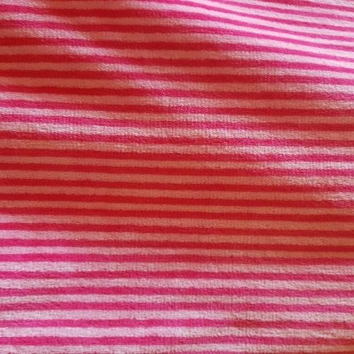 Cerise / Rosa smalrandig Velour - tillklippt bit 1 meter