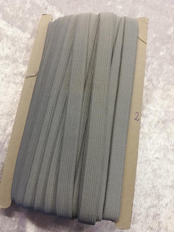 Färgad resår 15 mm bred, säljs per decimeter Nr 2 MELLANGRÅ