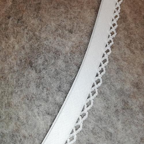 SNEDSLÅ av bomull, med langettkant