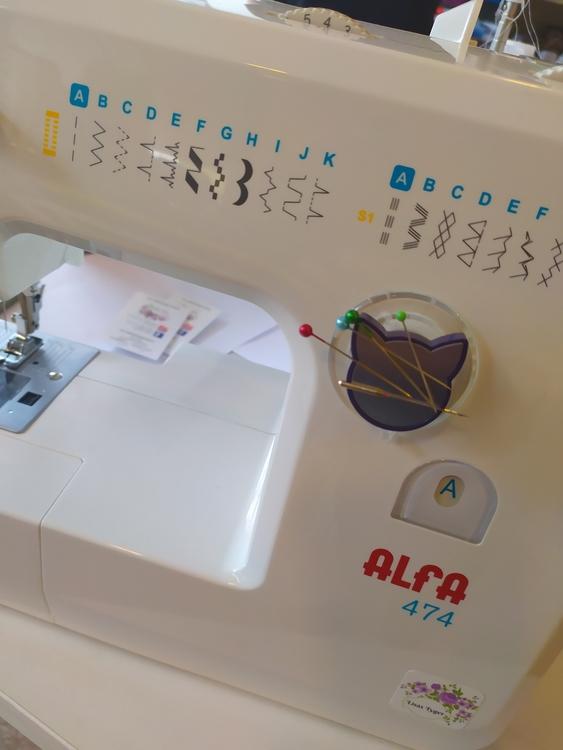 Magnetisk nålförvaring för symaskin, med sugkopp