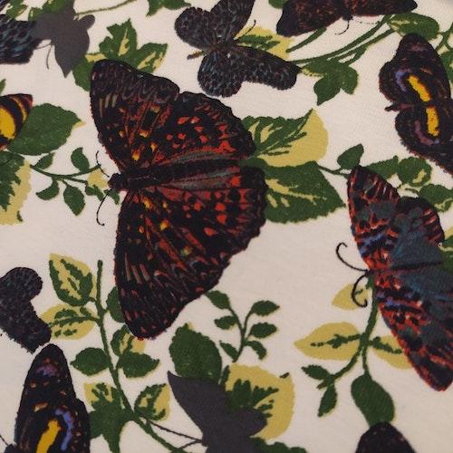 Bomullstrikå Fjärilar på ljus botten