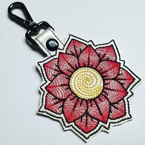 Inspiration Kundbild Nyckelring broderad på Alfa Crea