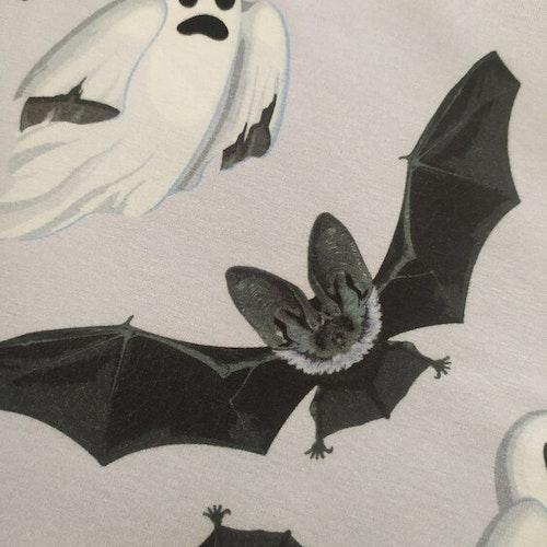 Bomullstrikå - Spöken och fladdermöss, ljusgrålila botten