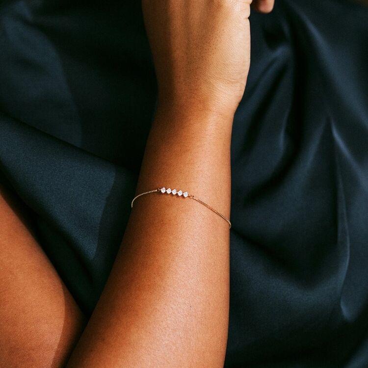 Armband med stenar