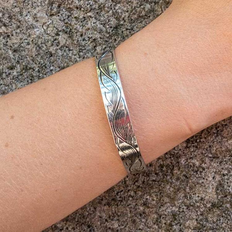 Handgraverat armband: Blad