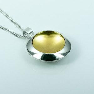 Silver hänge med guldplätering - 19mm ø