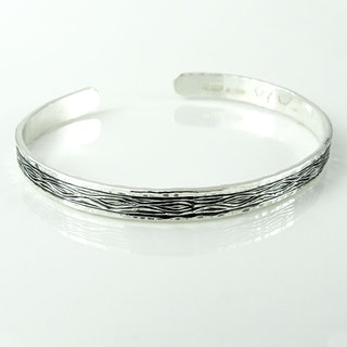 Hand-engraved bracelet: Flowing Bark