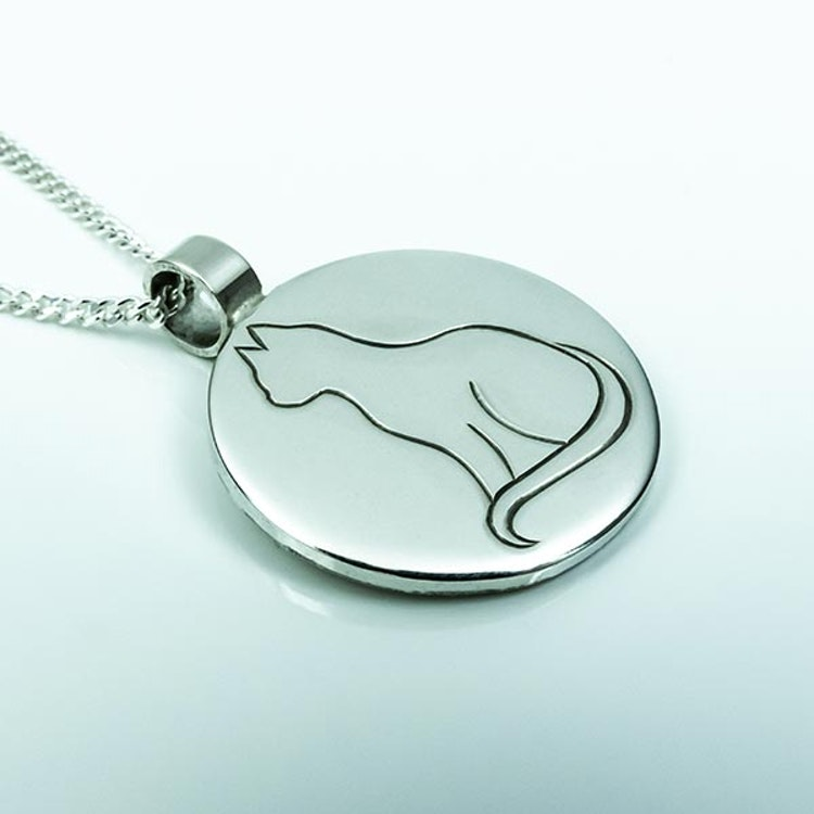 Hand-engraved cat pendent in silver