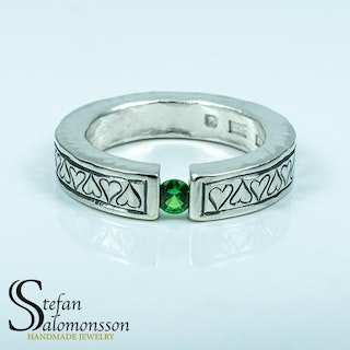 Silver heart-ring with a Green Garnet