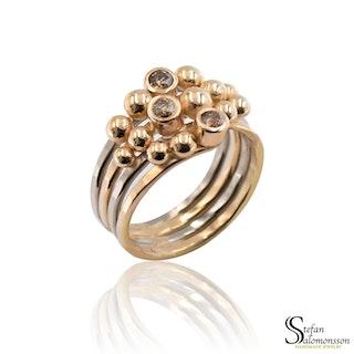 Vit- och rödgulds ring med färgade diamanter