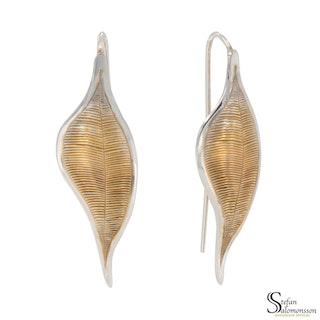 Löv örhängen i silver med guldplätering