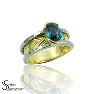 White- and red gold ring with a Royal Blue Topaz