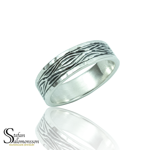 Hand-engraved silver ring: Flowing Bark