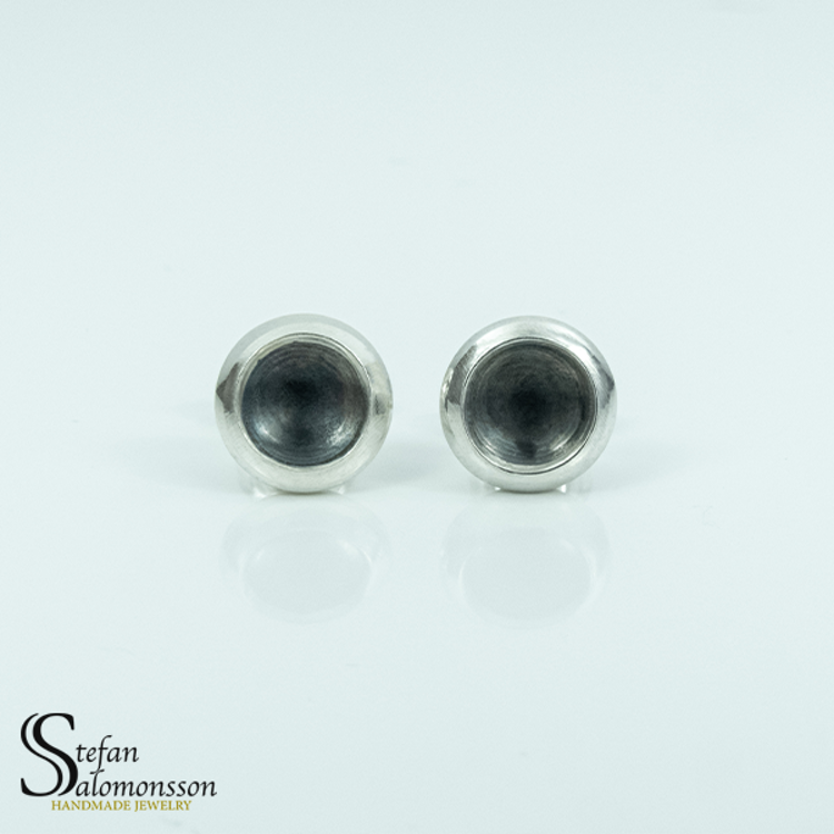 Silver örhängen med oxidering - 9mm ø