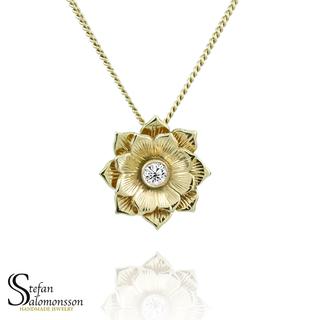 Lotus hänge i guld med diamant