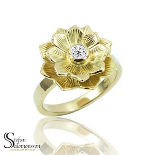 Lotus ring i guld med diamant