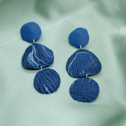 SHELL TRIO STUD • BLUE MARBLED
