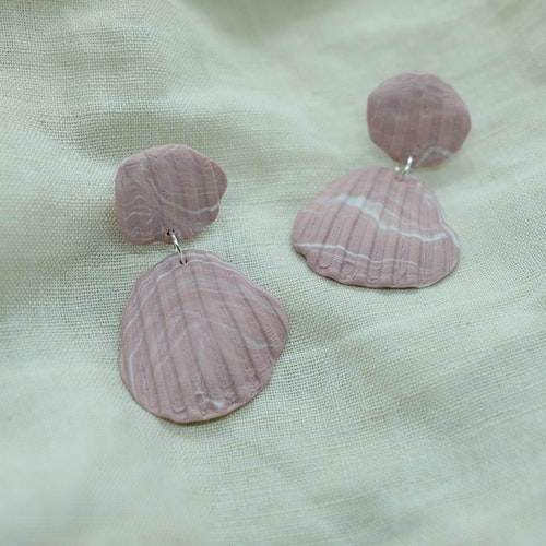 SHELL STUD • DUSTY PINK