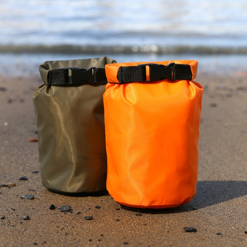 Kikkerland - Waterproof Rain Bag Green