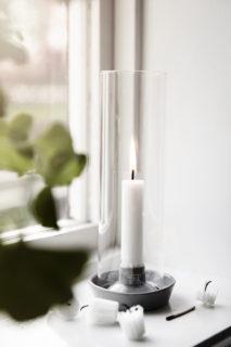 ernst ljusstake med glascylinder vit