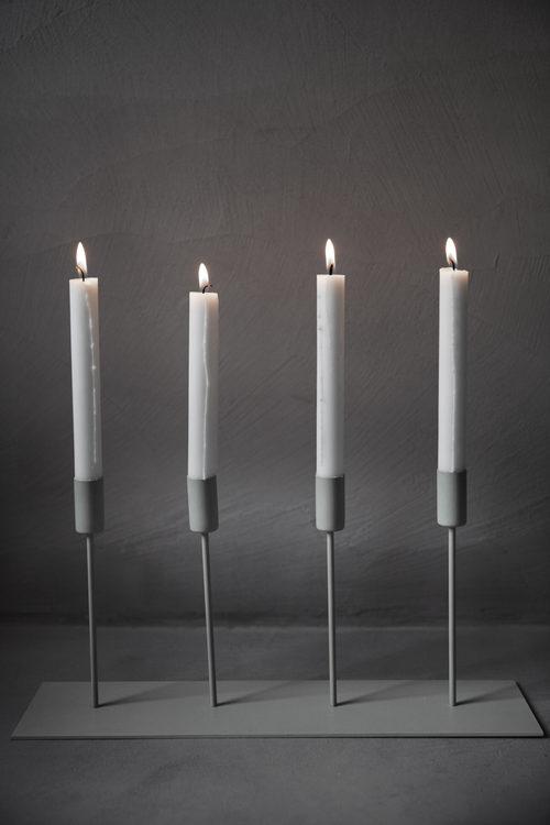 Ernst ljusstake i metall svart