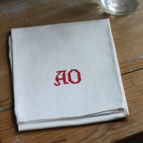 Handduk - Linne Monogram AO Röd
