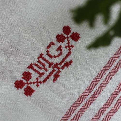 Handduk - Linne Monogram MG Röd