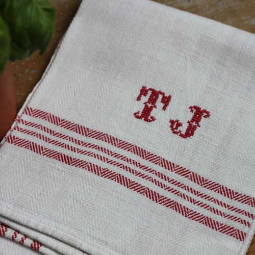 Handduk - Linne Monogram TJ Röd