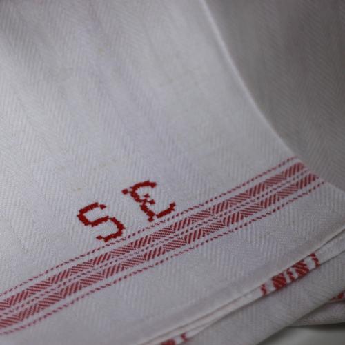 Handduk - Linne Monogram SE Röd